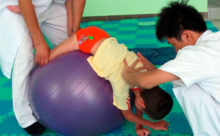 Бобат-терапия — специальные положения тела стимулируют мышцы
