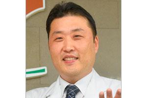 Главный врач Ли Чун Тэк