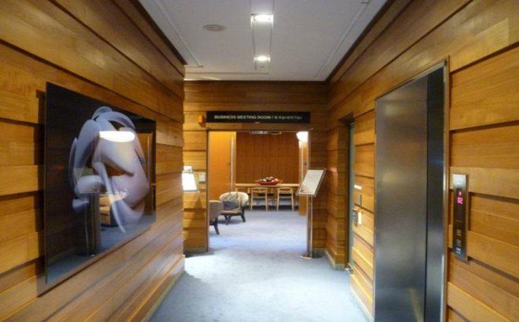 Вход в конференц-зал